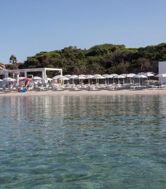 Stabilimento balneare sulla Spiaggia di Maria Pia ad Alghero